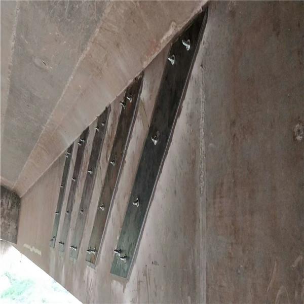 桥梁维修粘贴钢板加固施工
