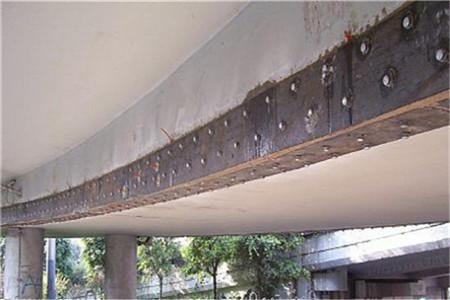 旧桥维修粘贴碳纤维加固