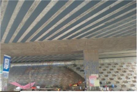 桥梁梁底粘贴碳纤维加固