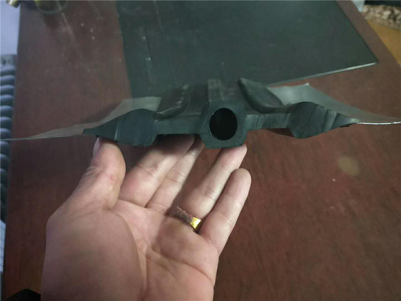 钢边橡胶止水带结构
